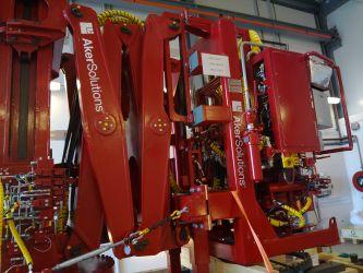 Folielogo på maskin, Aker Solutions.