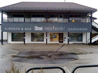 Vi har levert fasadeskilt til Strai norform.