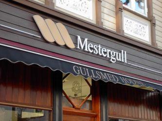 Fasadeskilt til  Mestergull, gullsmed Hodne.