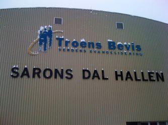 Fasadeskilt til Sarons dal hallen