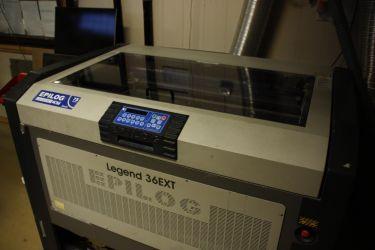 Fra produksjonen - Skiltspesialisten denne-til-laser