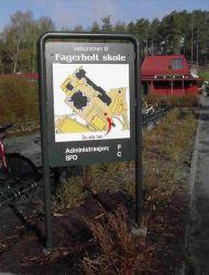 Infoskilt med kart over Fagerholt skole