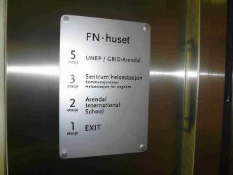 Oversiksskilt i metall til FN-huset