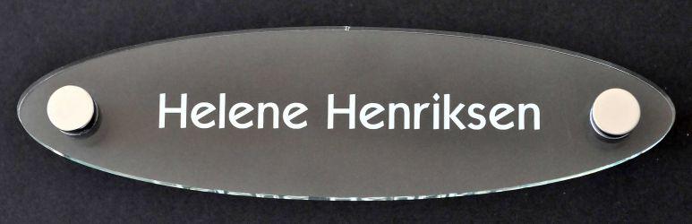 Oval akryl med grønnskjær, sort eller hvit folietekst. Produktnummer til bestilling: 150 H