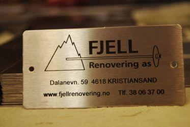 Firmamerkeskilt i syrefast stål til fjellsikring o.l.