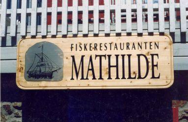 Treskilt produsert for Fiskerestauranten  Mathilde
