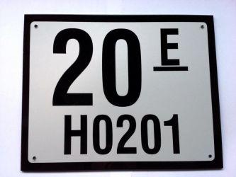 L:250mm B: 200mm. Husnummerskilt med eller uten refleks. Kode for bestilling:150 20 E