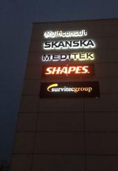 Det er skiltet til Survitecgroup som er produsert av Skiltspesialisten.